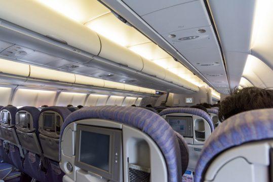 機内における携帯電話・スマホの使い方。持ち込みの注意点とは?