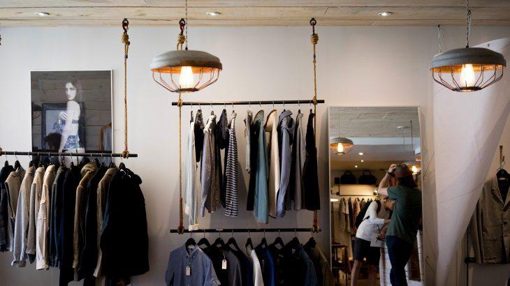 出張中の服装はどう選ぶ?レディースコーデと便利アイテムを紹介